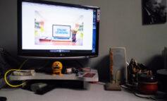 نشستن پای درس آنلاین