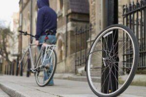 چرخهای دوچرخه سارق دوچرخه، پنچر شد!